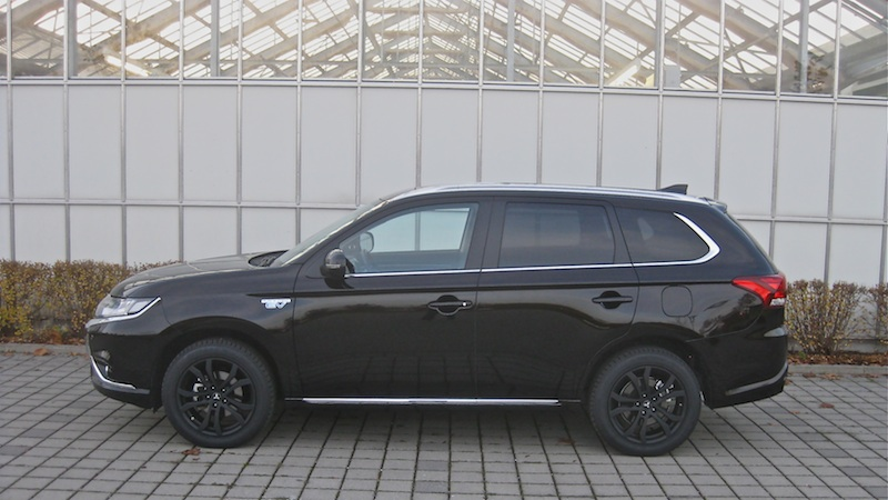 out 2 Mitsubishi Outlander Plug in Hybrid 2.0 4WD