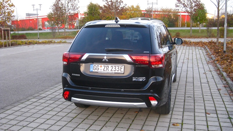 out heck Mitsubishi Outlander Plug in Hybrid 2.0 4WD